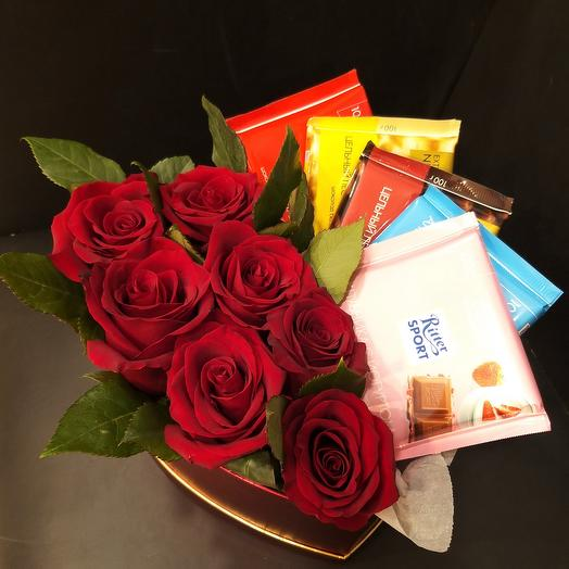 Розы с шоколадом в коробке