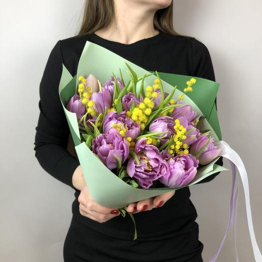 Весенний букет из тюльпанов и мимозы