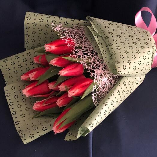 Букет моно 15 махровых тюльпанов