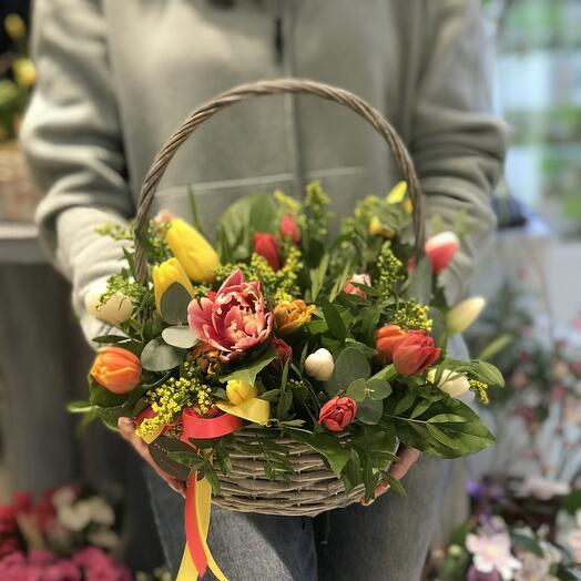 Корзина с тюльпанами S