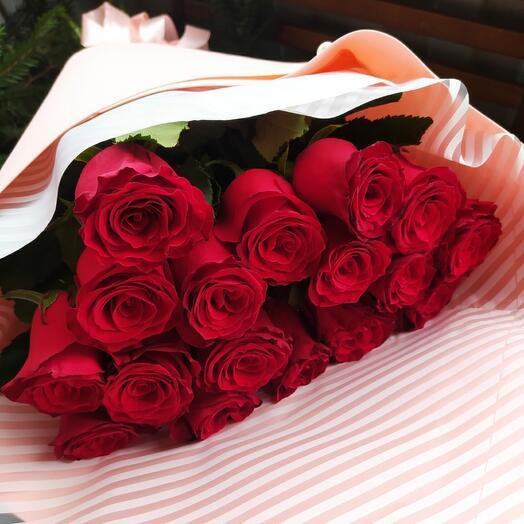 Букет из роз в мягкой упаковке
