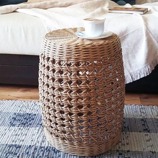 Пуфик плетеный, столик плетеный