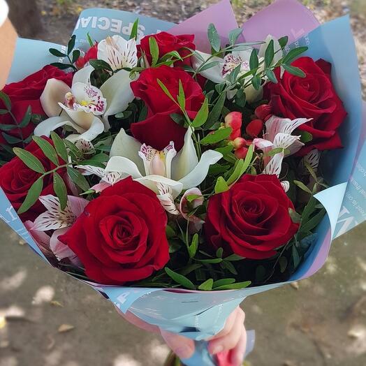 Букет с бордовой розой