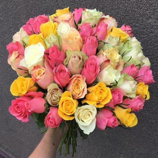 Букет из 51 разноцветной кенийская роза: букеты цветов на заказ Flowwow