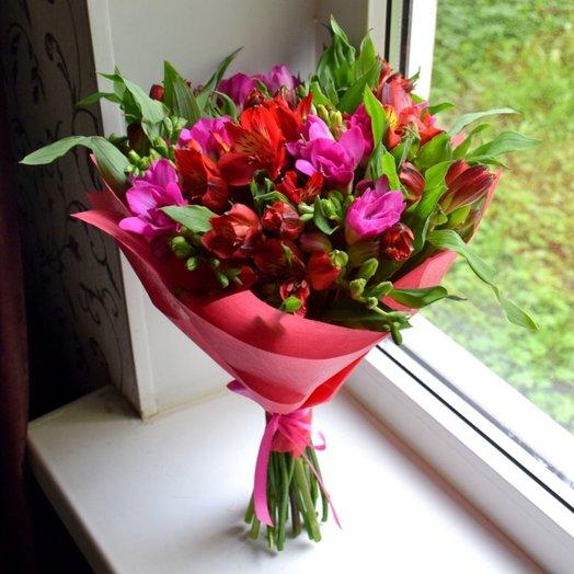 Букет из альстромерии и фрезии: букеты цветов на заказ Flowwow