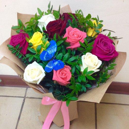 Букет из розноцветных роз