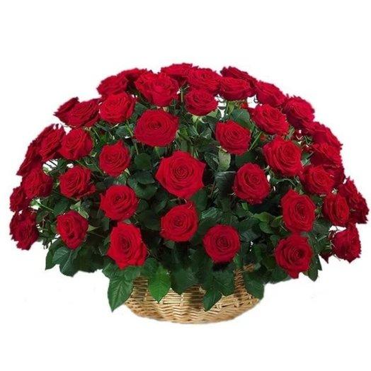 75 красных роз в корзине