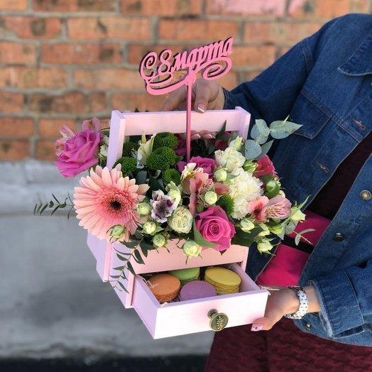 Ящик с цветами : букеты цветов на заказ Flowwow