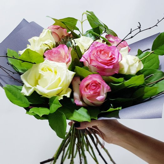 Майя  из роз и ветвей: букеты цветов на заказ Flowwow