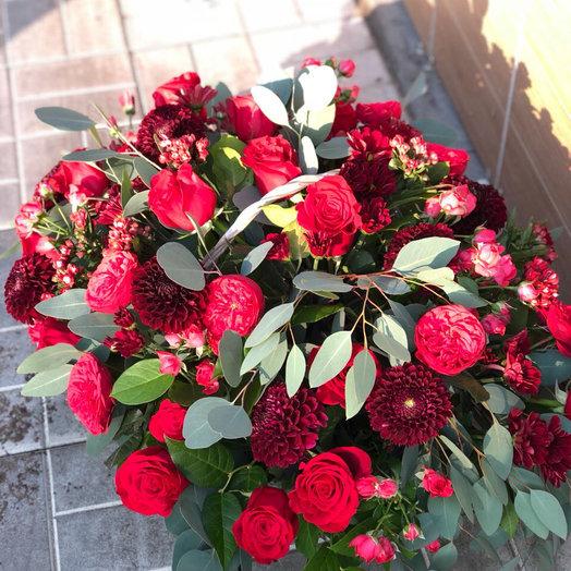 """Большая корзина цветов """"Совершенство"""""""