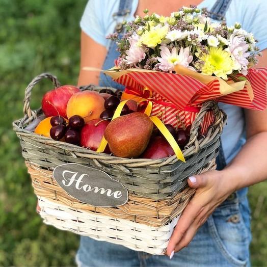 Вкусный комплимент - Корзина с фруктами и цветами
