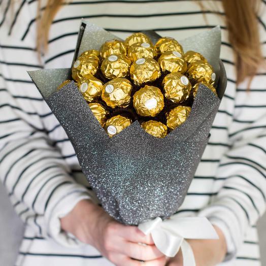 Сладкий букет из конфет Ферреро Роше 45: букеты цветов на заказ Flowwow