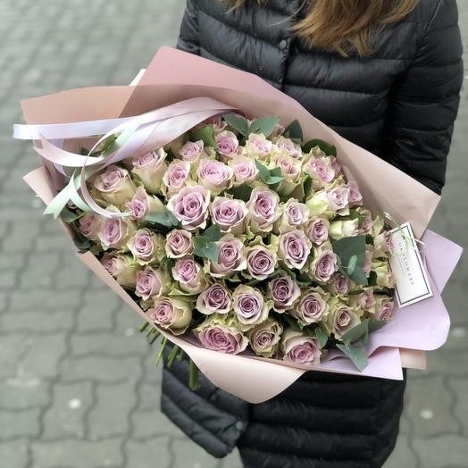 59 розочек «Морнинг Дью» + эвкалипт: букеты цветов на заказ Flowwow