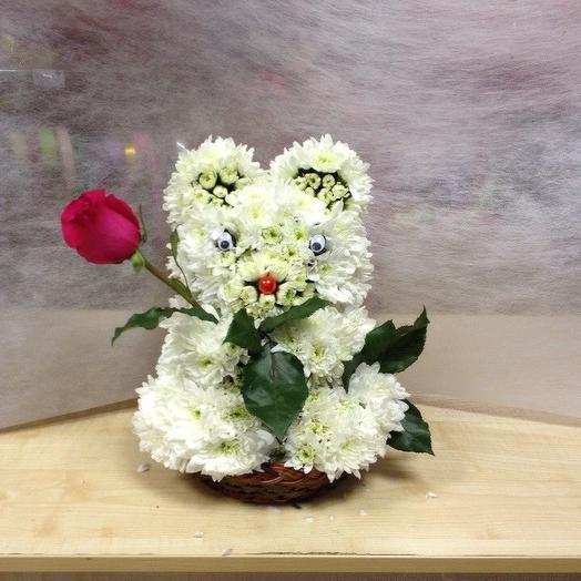 Мишка из хризантем с розой