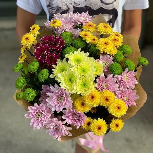 Букет из 10 разноцветных хризантем: букеты цветов на заказ Flowwow