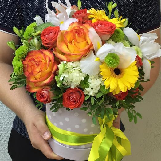 Шляпная коробка с яркими цветами: букеты цветов на заказ Flowwow