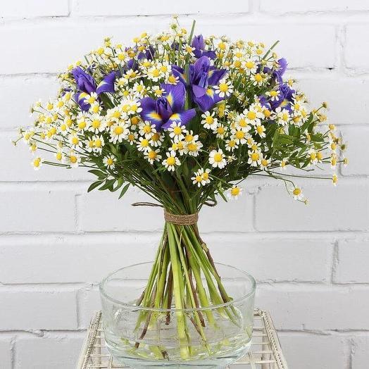 Букет Ромашек и ирисов (S): букеты цветов на заказ Flowwow