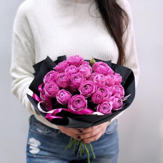 Пионовидная роза Мисс Баблс в современной упаковке: букеты цветов на заказ Flowwow