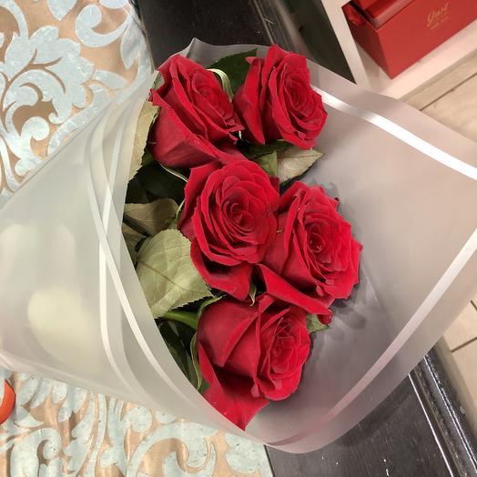 Букет из 5 красных высоких роз