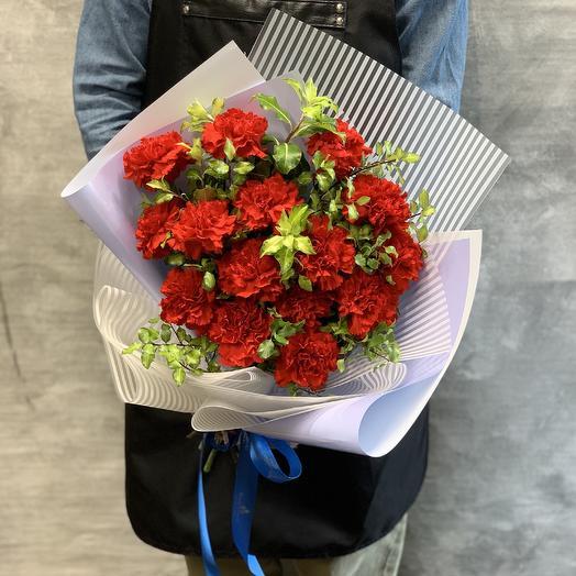 Яркий  букет алых гвоздик: букеты цветов на заказ Flowwow