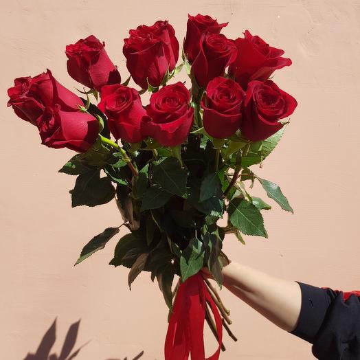 15 красных роз Эксплорер