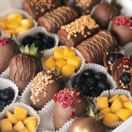 """Фрукты и ягоды в молочном шоколаде """"Berry Kingdom with mango XL"""""""