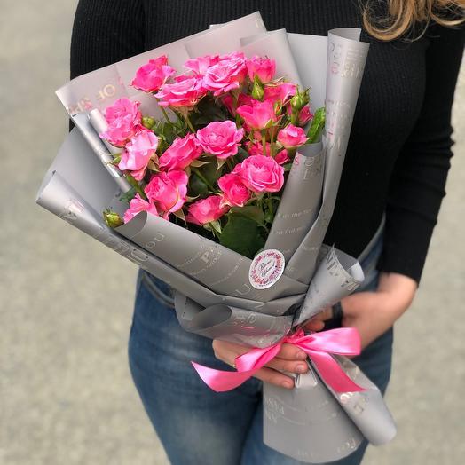 Букет розовых кустовых роз «Лиана»