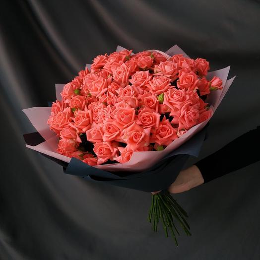 """Букет""""29 кустовых кораловых роз"""""""