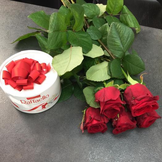 Розы с конфетами Raffaello