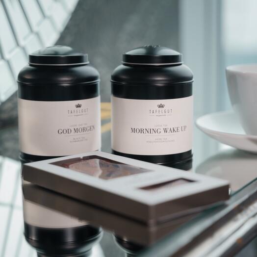 Набор утреннего чая и шоколад с клюквой