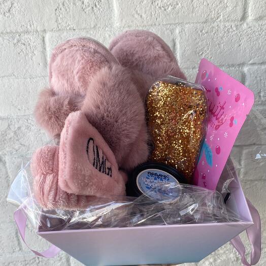 Подарочный набор с тапочками и средствами для ухода