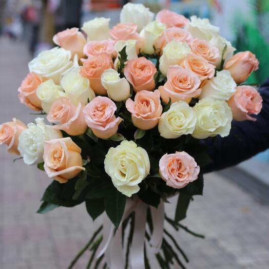 Букет з 35 троянд мікс