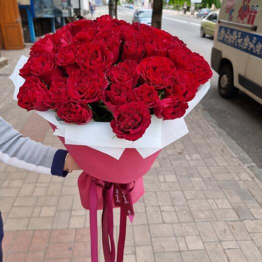 53 червоних троянди в упаковці