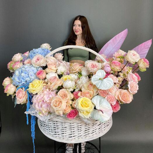 VIP basket with flowers