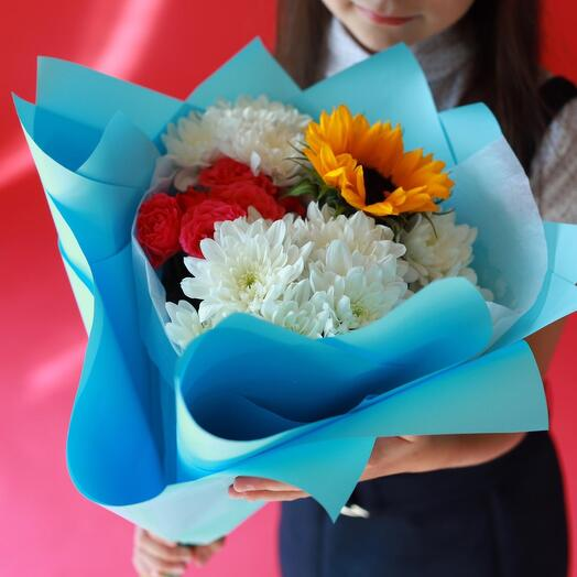 Хризантемы, подсолнух и розы на 1 сентября