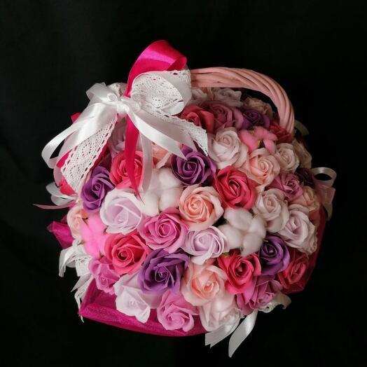 Корзина с мыльными розами
