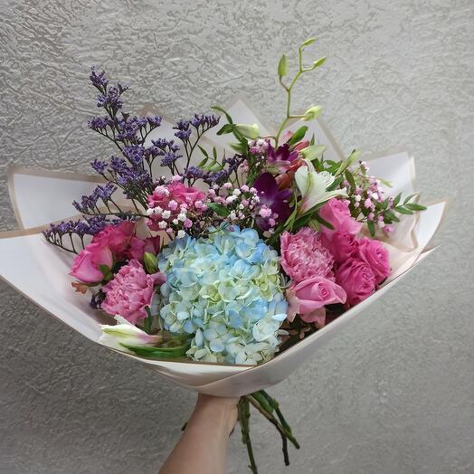 Стильный с дедробиумом, гортензией и цветами