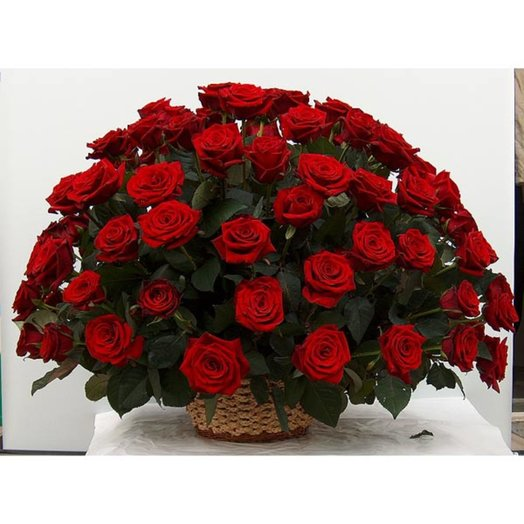 Корзина из роз Гран При: букеты цветов на заказ Flowwow