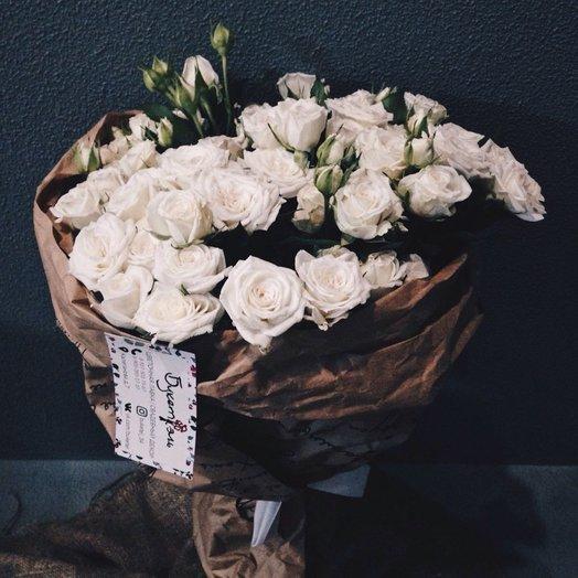 Букет-комплимент из кустовой розы: букеты цветов на заказ Flowwow