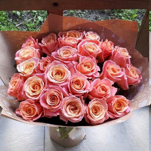 25 роз в стильной упаковке