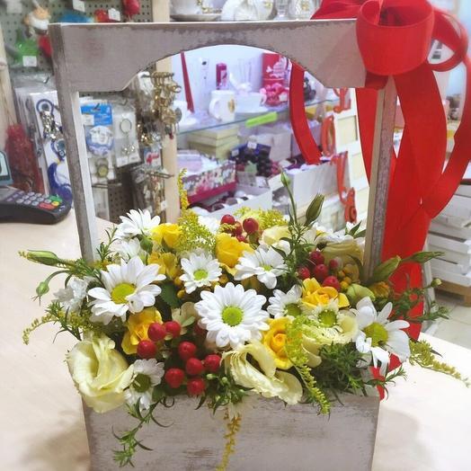 Микс сезонных цветов в ящичке: букеты цветов на заказ Flowwow