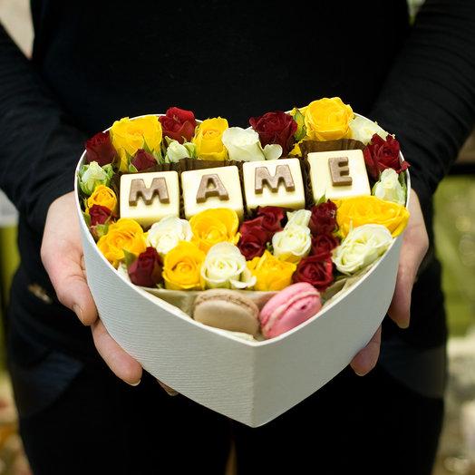Коробка с цветами и шоколадом Маме