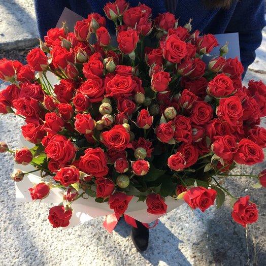 Букет из 17 красных кустовых роз 50 см: букеты цветов на заказ Flowwow