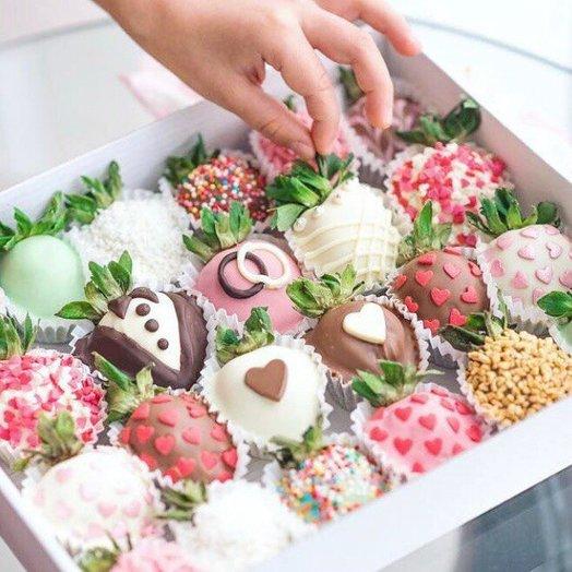 Свадебная коробка клубники: букеты цветов на заказ Flowwow