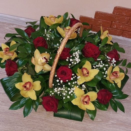 Корзина для юбилея: букеты цветов на заказ Flowwow