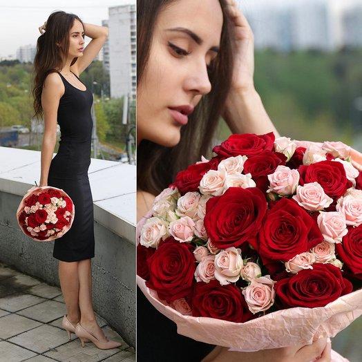 Букет из 23 красных и розовых роз: букеты цветов на заказ Flowwow
