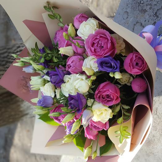 Букет из Эустомы и пионовидной розы