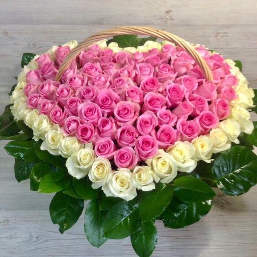Корзина из 101 розовой розы в виде сердца: букеты цветов на заказ Flowwow
