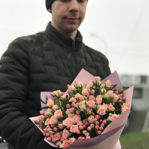 Нежный букет кустовых роз: букеты цветов на заказ Flowwow