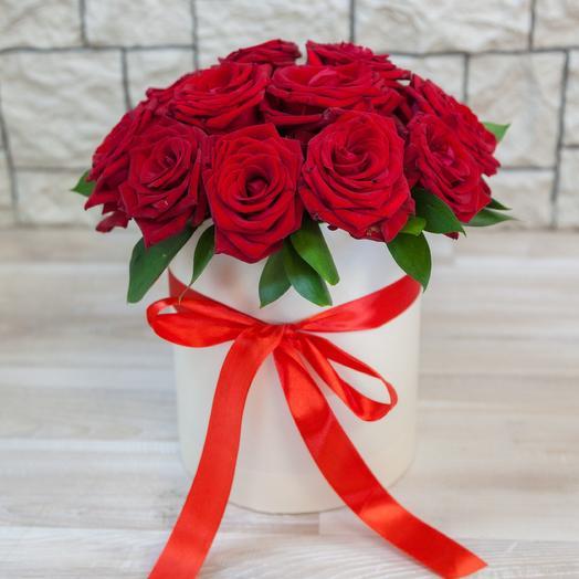 Коробка из 19 красных роз: букеты цветов на заказ Flowwow